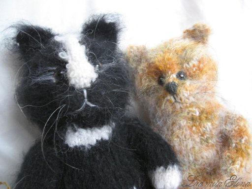 elina toys,вязаный чёрный кот и трехцветный котенок,купить черного кота,вязаные игрушки,handmade toys by ludmila elina,антистрессовая игрушка,продажа вязаных игрушек