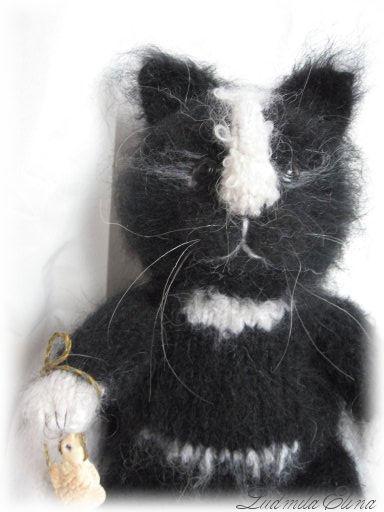 Описание:Вязаная игрушка Кошка Люся.